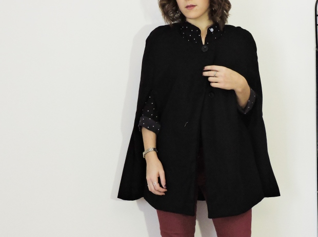 La cape : http://fr.shein.com/Black-Single-Breasted-Pockets-Cape-Coat-p-180858-cat-1735.html